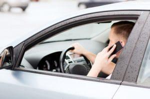 עורך דין דיני תעבורה בתל אביב מדבר בנייד בזמן נהיגה