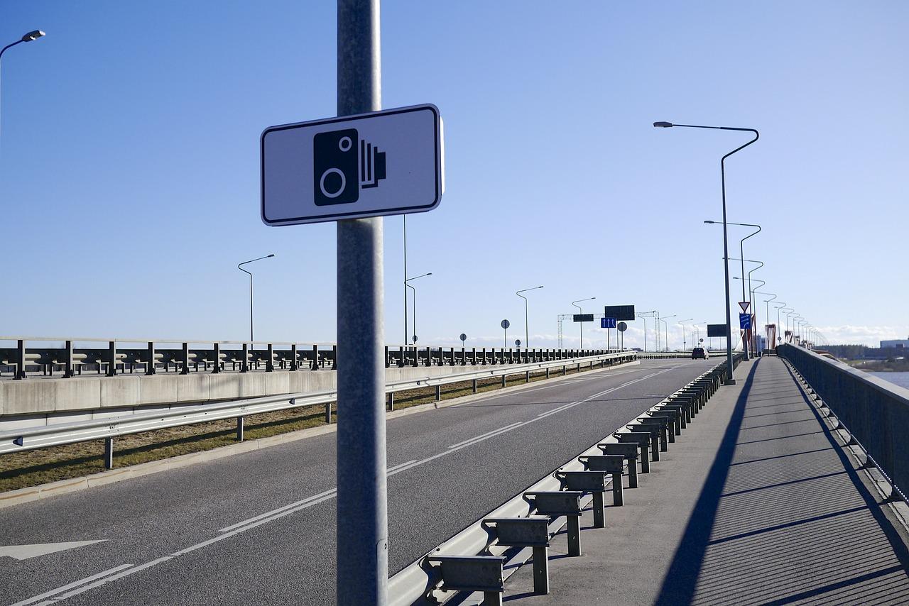 אמינות מצלמות מהירות בכביש