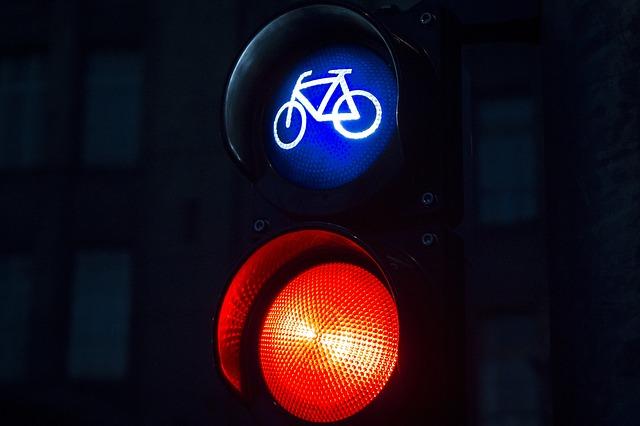 מעבר ברמזור אדום ומה העונש על נהיגה ברמזור אדום - ארז רופא