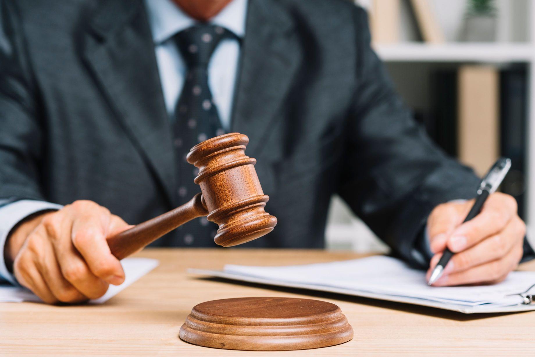 תמונה של שופט מזכה נאשם באשמת עבירה של בדיקת מאפיינים נהיגה בשכרות